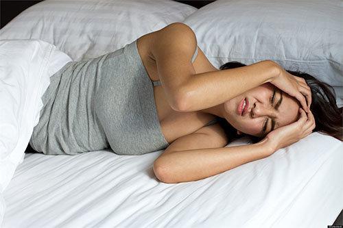 ngủ dậy đau đầu là dấu hiệu bệnh gì