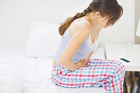 vì sao ngủ dậy đau bụng