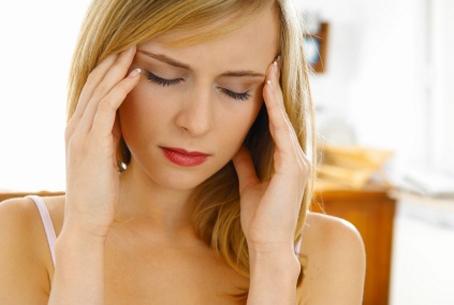 vì sao ngủ dậy đau đầu