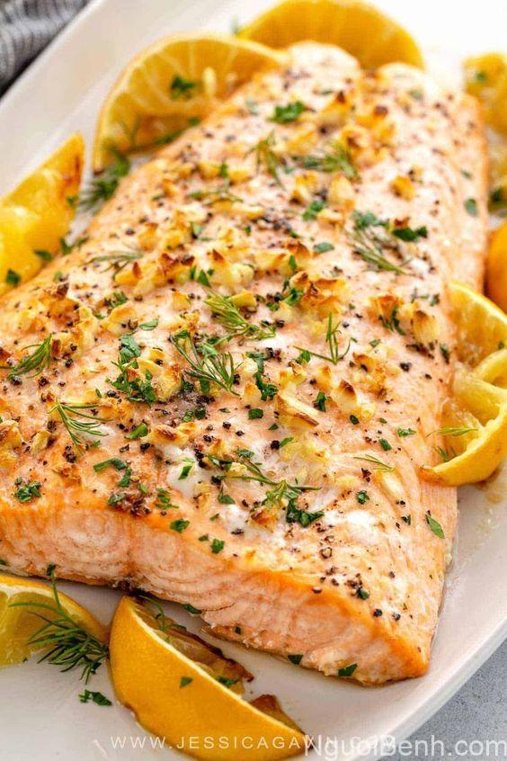 Trong cá hồi chứa rất nhiều axit béo rất tốt cho cơ thể
